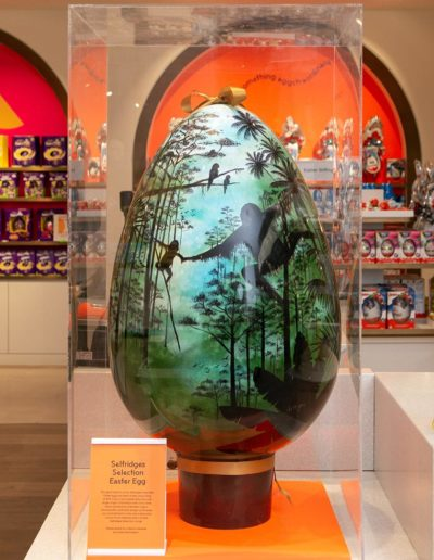 This giant easter egg is handmade and painted completely out of chocolate in collaboration with Selfridges&Co and WWF. It is one meter tall and weighs twenty kilograms.